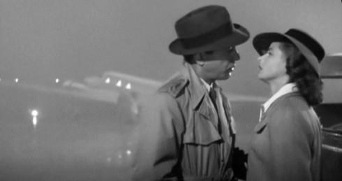 """Rick, non si capisce più nulla con questo tempo! Tu guarda qua che nebbia a Casablanca!""""... ...""""Ilsa, 'a verità è che mentre ti aspettavo mi sono fumato tre pacchetti di Nazionali Mi sa che devo smettere di fumare"""""""