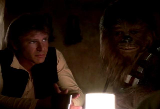 Han Solo (Harrison Ford) e Chewbacca (Peter-Mayhew)