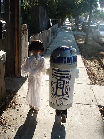 Princess-Leia-and-R2D2