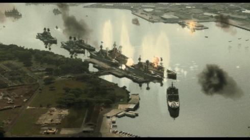 foto di navi in fiamme nel porto di Pearl Harbor