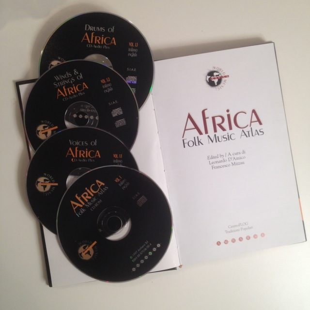 Contenuto di Africa Folk Music Atlas: libro, Cd-Rom e 3 Cd-Audio