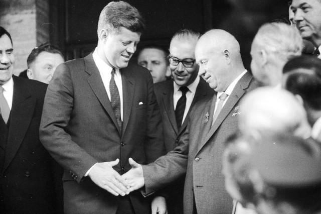 Kennedy e Chruščёv. Una stretta di mano cui sono riconoscente