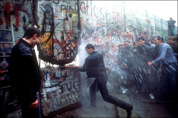 La caduta del Muro di Berlino. Non fu bellissimo? E oggi ne vogliono costruire di altri...