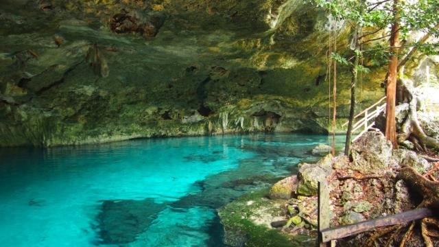 Questo è un tipico cenote, quello di Dos Ojos (in foto), tra Playa del Carmen e Tulum, è tra i più famosi