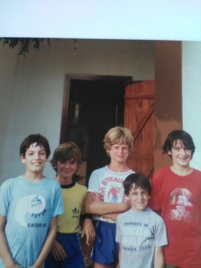 Massimo, secondo da sinistra; Riccardo, il biondo al centro