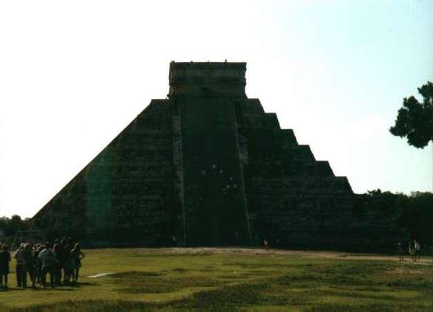 Il Tempio di Kukulkan. Con queste ombre, mette davvero in soggezione. Foto by RedBavon
