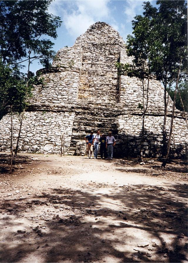 La piramide di Cobà, quaratadue metri.