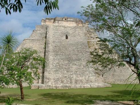 La piramide del Adivino: più che una salita. è una scalata [Foto da mayaruins.com]