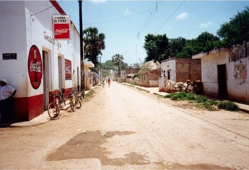 Santa Elena 1999. Se andate sulla Street View di Google Maps è cambaito poco...