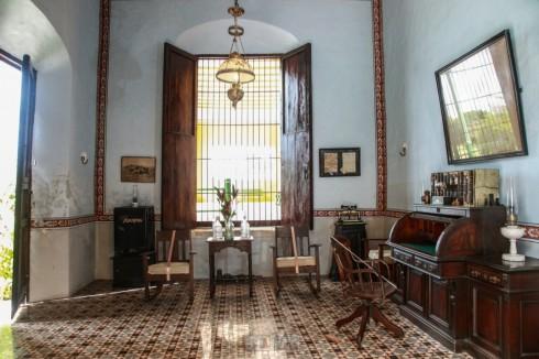 L'oficina (gli uffici) [foto tratta da yaxcopoil.com]