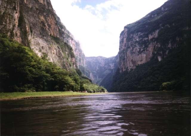 Vista del canion del Sumidero dalla barca